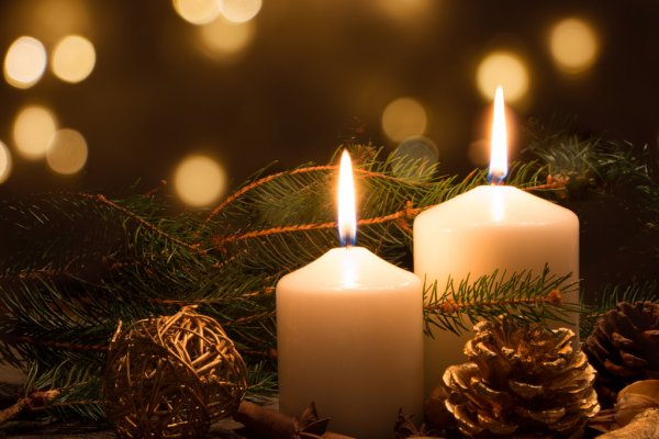 depositphotos_54747983-stock-photo-christmas-candles-and-lights